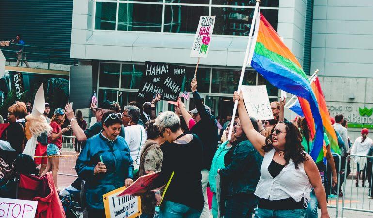 Eine Szene aus einer Demonstration für LGBTQ