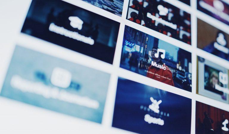 Eine Auswahl verschiedener Medienapps auf einem Bildschirm.